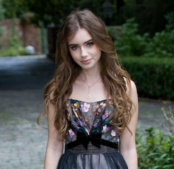 Lily Collins Plays Snow White