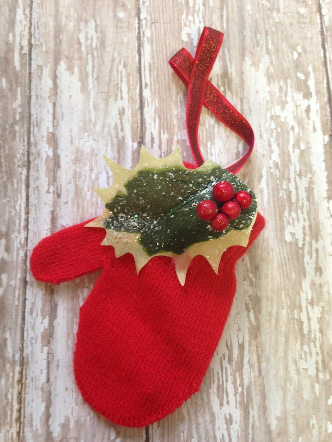How to upcycle a mitten for Christmas