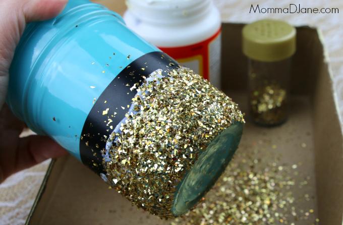 add glitter to mason jar