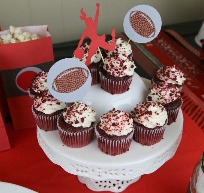 football-party-cupcakes