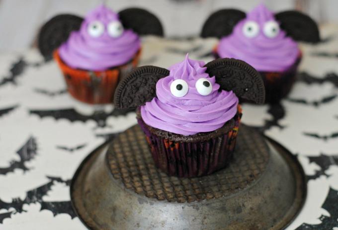 halloween-bat-cupcakes