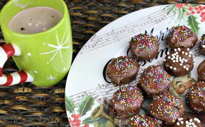 santas-hot-cocoa-and-cookies