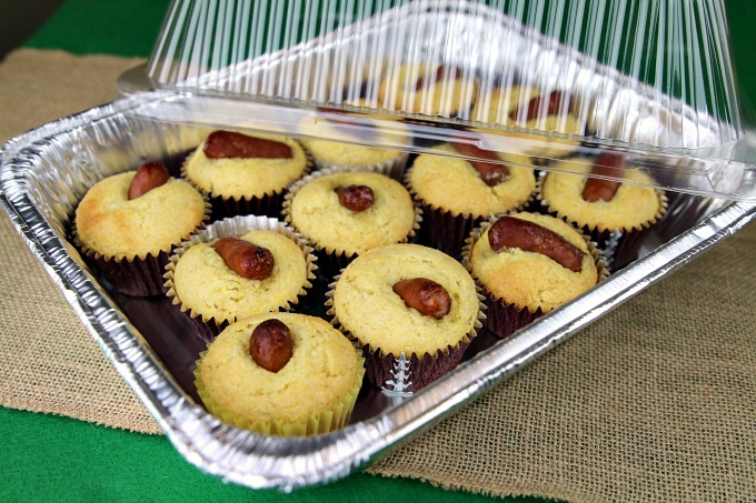 transport-muffins-to-tailgate-party