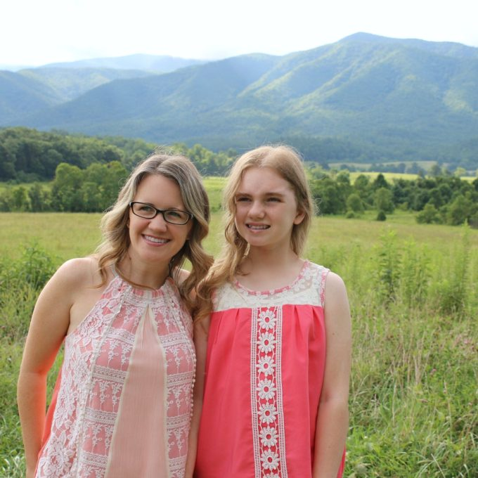 ig-gabby-and-mom-in-mountains
