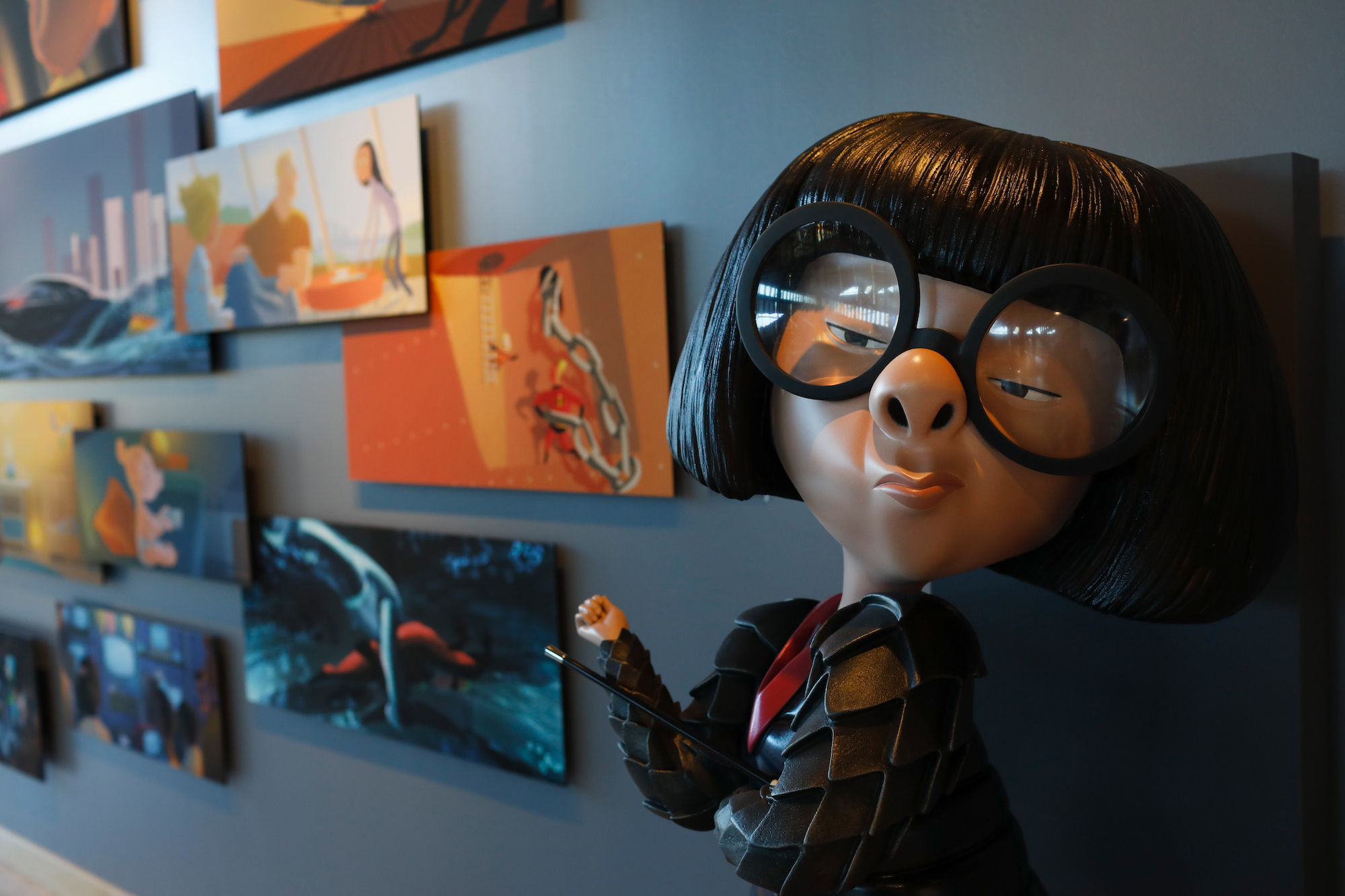 Edna from Incredibles 2 with art gallery