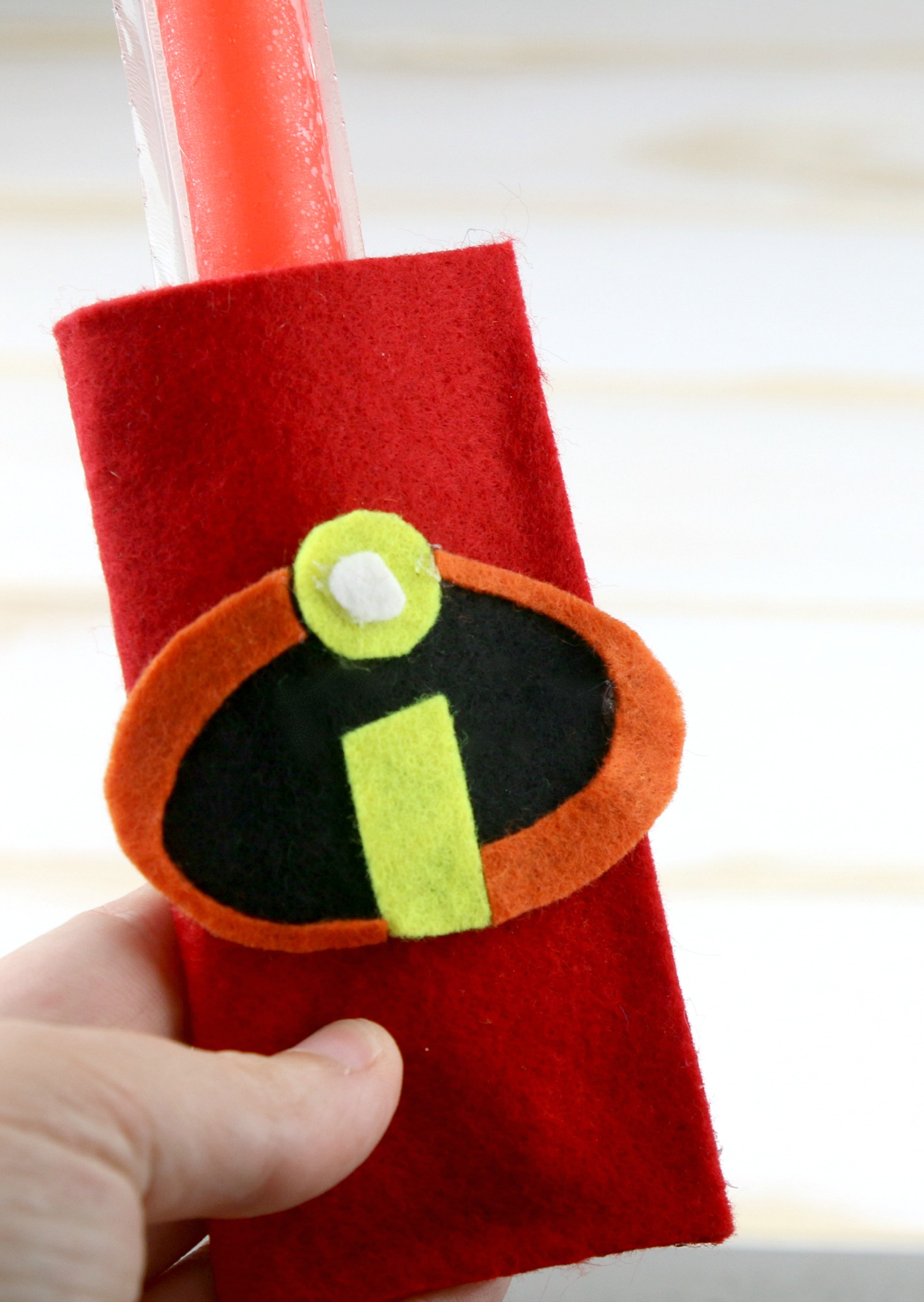 place popsicle in felt holder