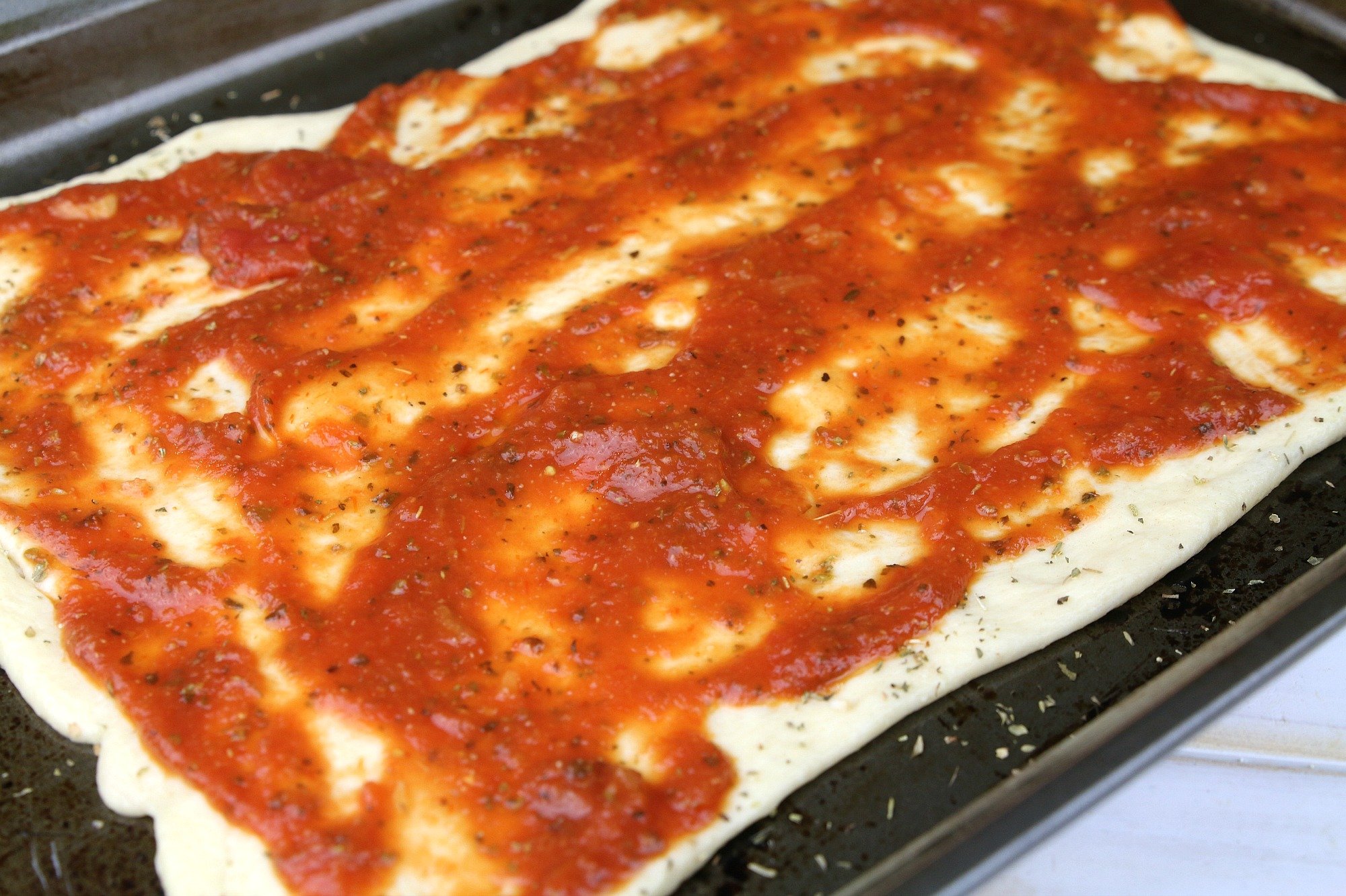 add pizza sauce to crust