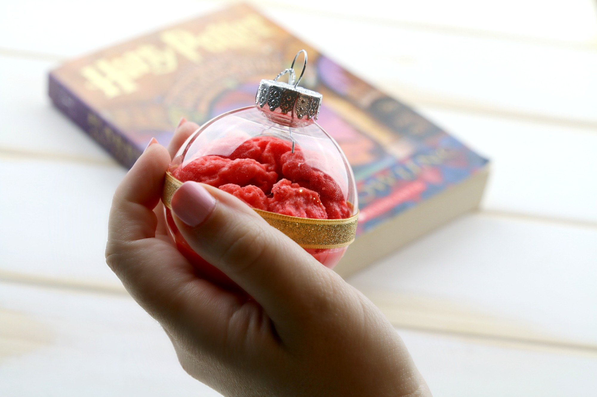 hold remembrall in hand - diy Harry Potter ornament