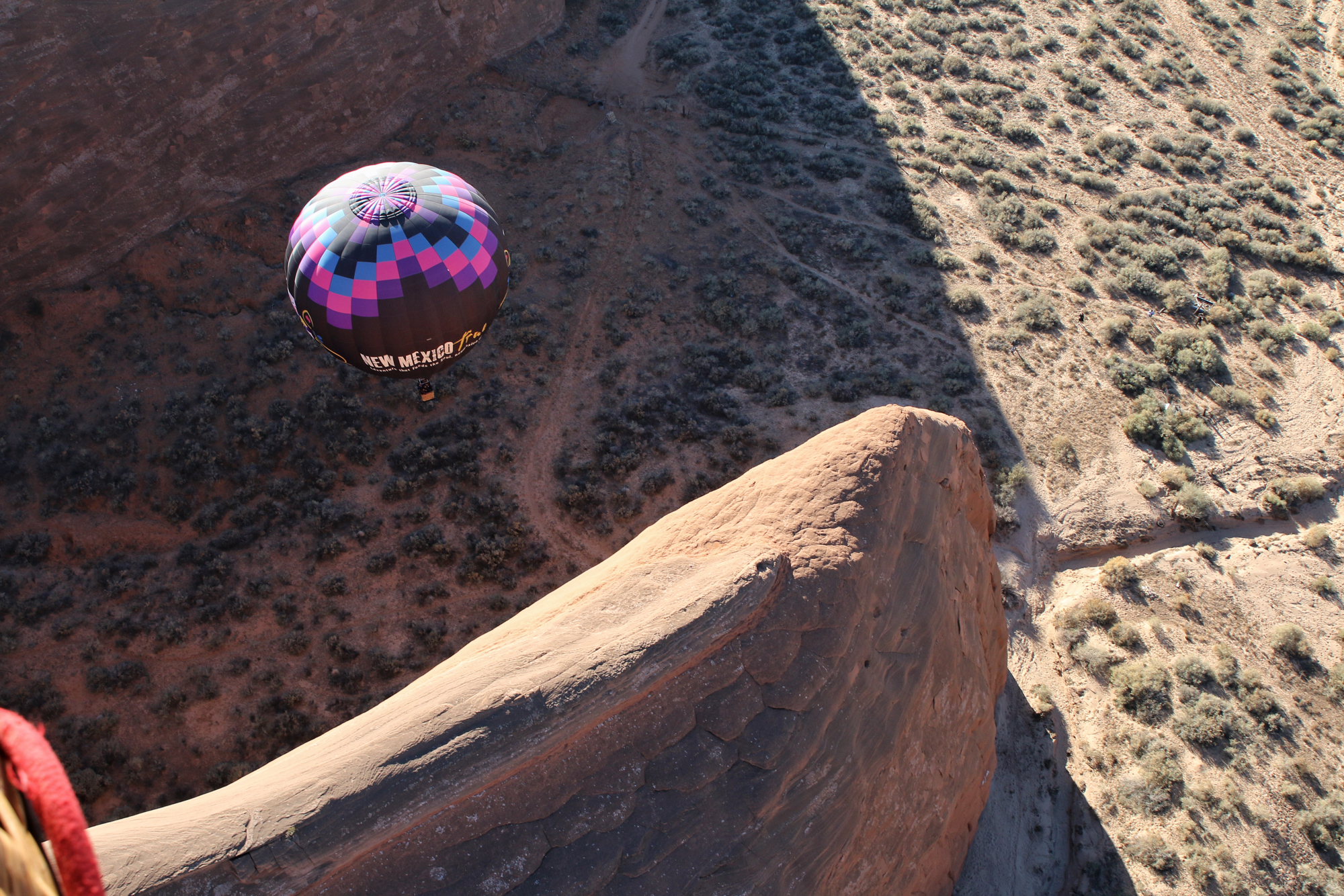 hot air balloon landing in red rocks state park