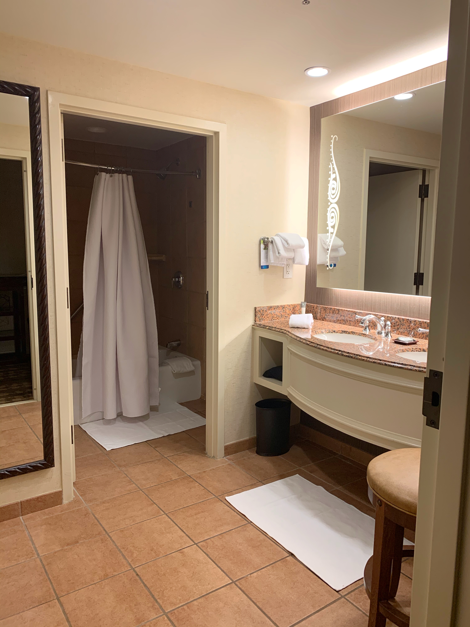 separate suite bathroom at gaylord texan