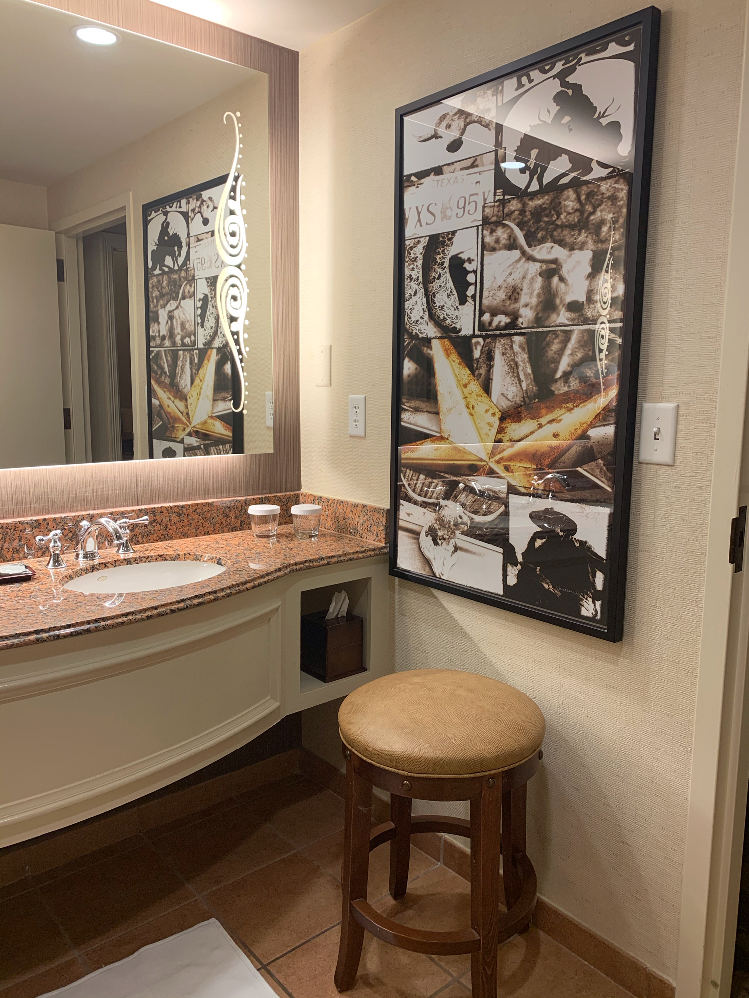 suite bathroom at gaylord hotel